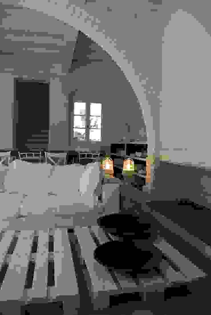 Phòng khách phong cách mộc mạc bởi Architetto Silvia Giacobazzi Mộc mạc