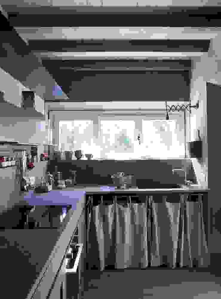 Nhà bếp phong cách mộc mạc bởi Architetto Silvia Giacobazzi Mộc mạc