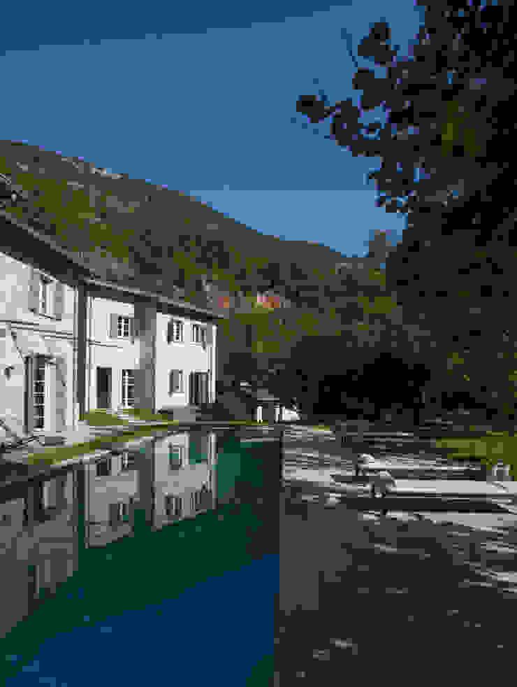 Nhà phong cách mộc mạc bởi Architetto Silvia Giacobazzi Mộc mạc