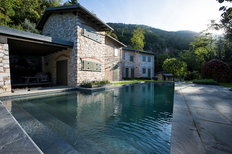 Rustic style pool by Architetto Silvia Giacobazzi Rustic