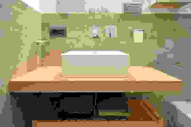 PROGETTO RESIDENZIALE   ROMA   QUARTIERE NOMENTANO – 2013 Bagno moderno di ar architetto roma Moderno
