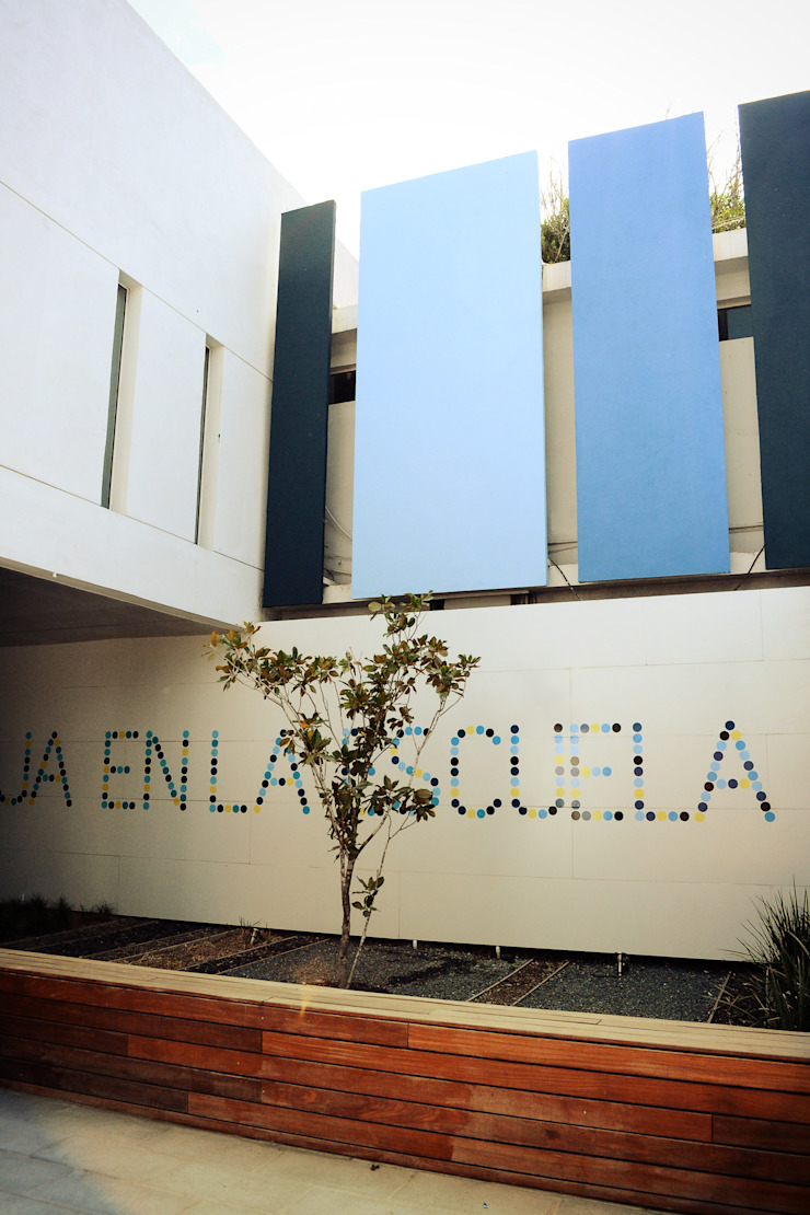 COLEGIO TAMAULIPAS de Lopez Resendez STUDIO Moderno