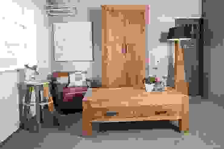 Teak kast en salontafel van Teak & Wood Koloniaal