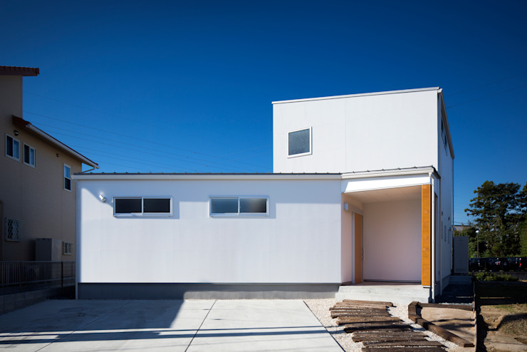 Eclectic style houses by C lab.タカセモトヒデ建築設計 Eclectic