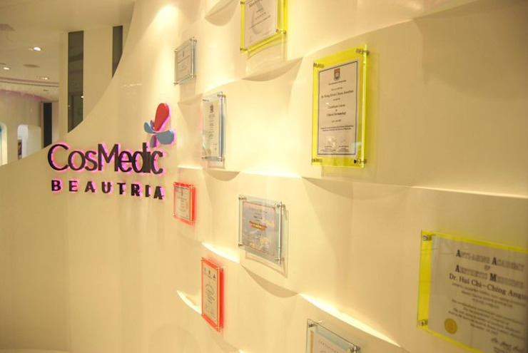 Diplay wall Oui3 International Limited Modern offices & stores
