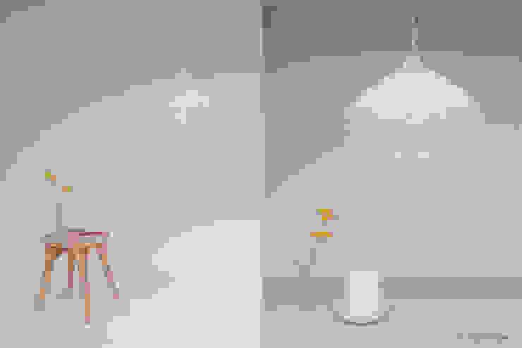 Airy: modern  by 24° Studio, Modern