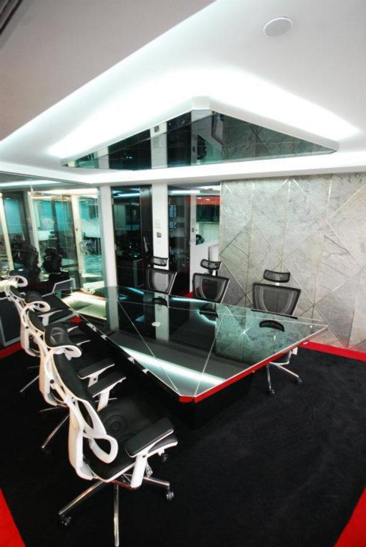 Conference Room Eclectic style offices & stores by Oui3 International Limited Eclectic