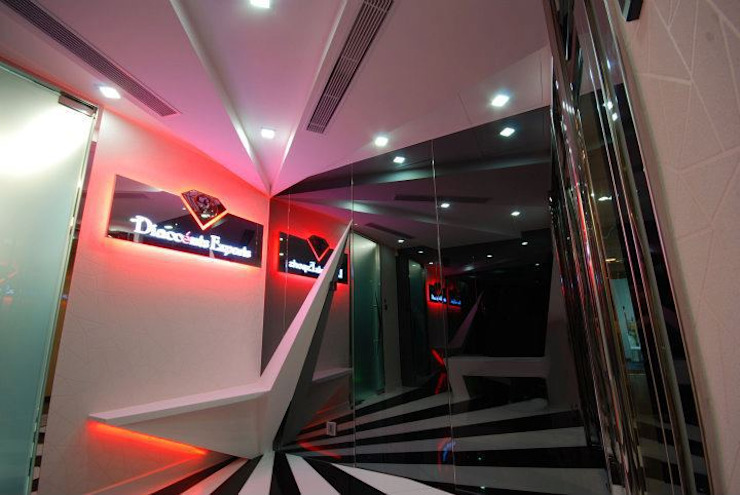 Reception Lobby Eclectic style offices & stores by Oui3 International Limited Eclectic