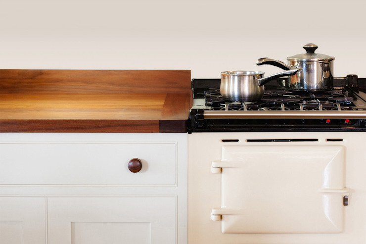 It's all in the detail with traditional wood kitchens Dapur Gaya Country Oleh NAKED Kitchens Country