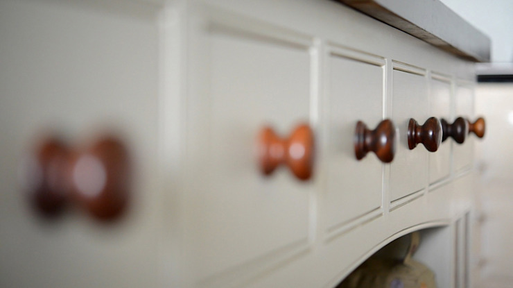 Shaker style made-to-measure drawers Country style kitchen by NAKED Kitchens Country