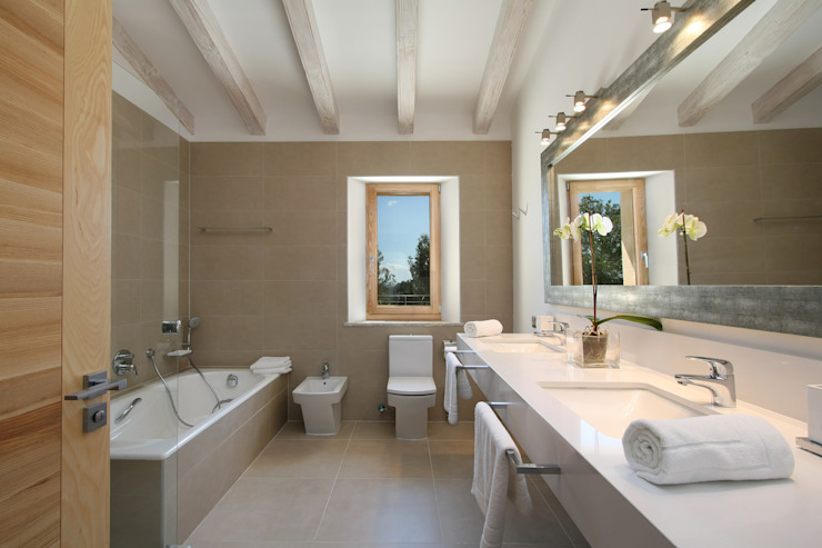 Classic style bathroom by Jaume March Muntaner Classic