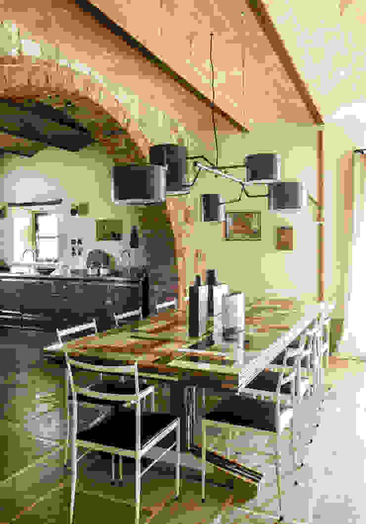 Mediterranean style dining room by dmesure Mediterranean