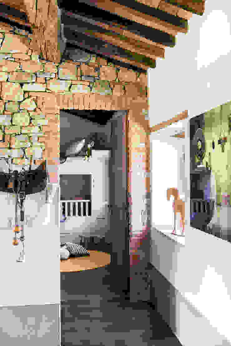 Mediterranean corridor, hallway & stairs by dmesure Mediterranean