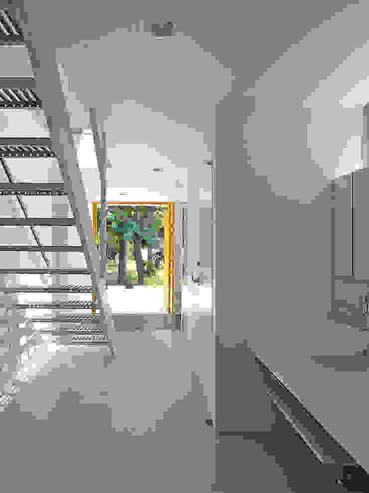 エントランス3 ミニマルスタイルの 玄関&廊下&階段 の 小田宗治建築設計事務所 ミニマル