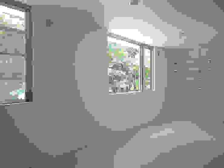 個室 ミニマルスタイルの 寝室 の 小田宗治建築設計事務所 ミニマル