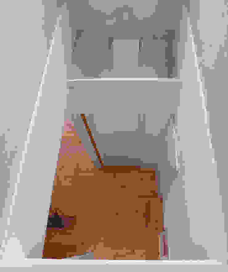 SAH -リノベーションで家族が集う場に光・風・視線を通す- オリジナルデザインの リビング の 和田正則・建築環境計画 オリジナル