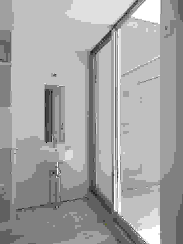 洗面 ミニマルスタイルの お風呂・バスルーム の 小田宗治建築設計事務所 ミニマル