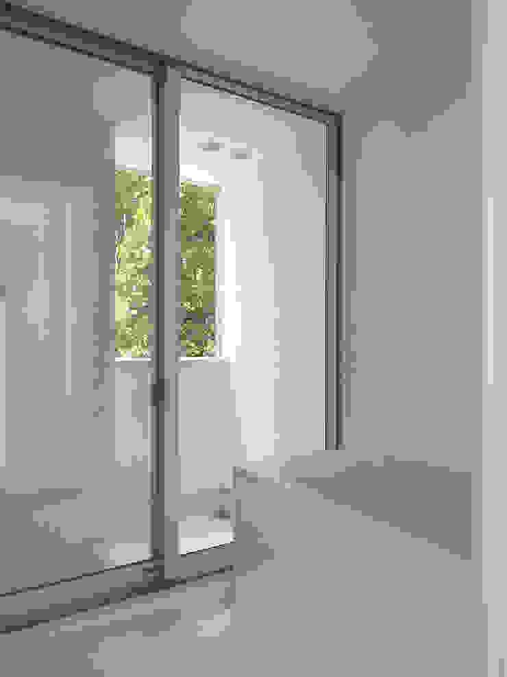 浴室 モダンスタイルの お風呂 の 小田宗治建築設計事務所 モダン