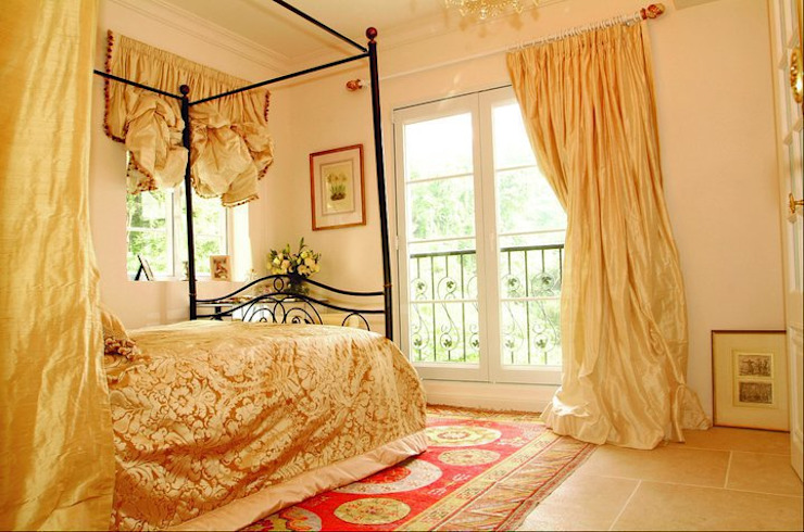 Master bedroom Colonial style houses by Oui3 International Limited Colonial