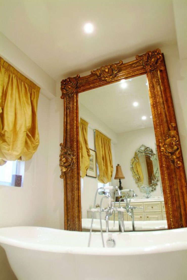 Guest Bathroom Colonial style houses by Oui3 International Limited Colonial