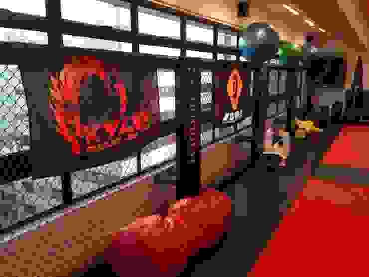 Nowoczesna siłownia od Oui3 International Limited Nowoczesny