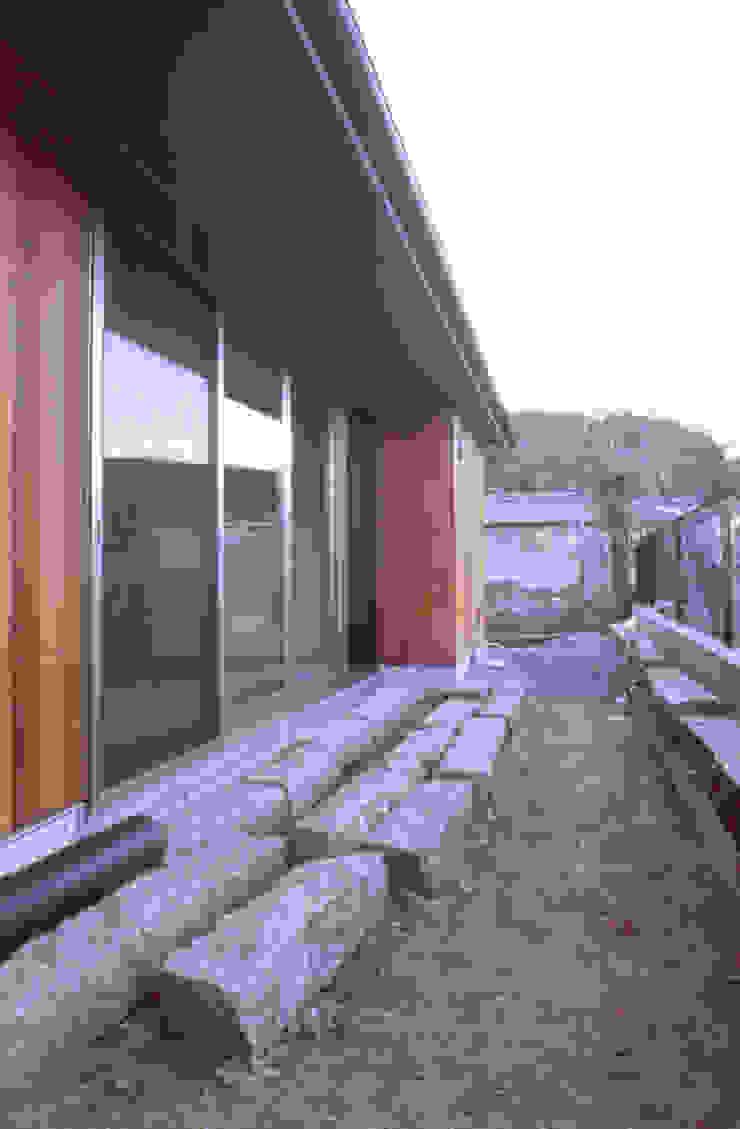 庭 オリジナルな 家 の 240design・西尾通哲建築研究室 オリジナル