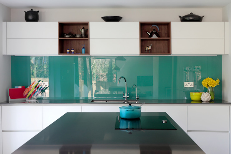 Contemporary Kitchen in Walnut and White Glass:  Kitchen by in-toto Kitchens Design Studio Marlow, Modern