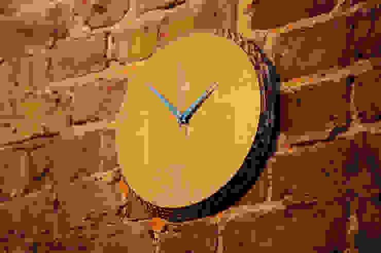 Edge Clock Oak - Blue por homify Moderno