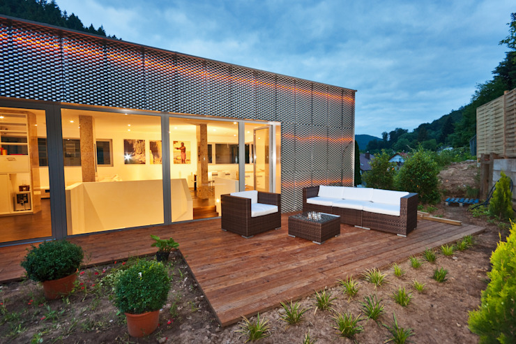 Reflecting Cube - House in Weinheim, Germany Modern garden by Helwig Haus und Raum Planungs GmbH Modern