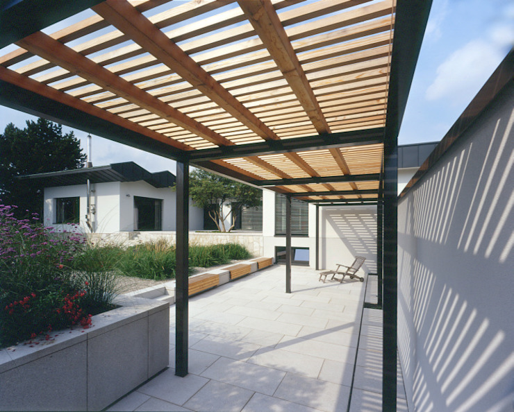 Pergola 모던스타일 정원 by tredup Design.Interiors 모던