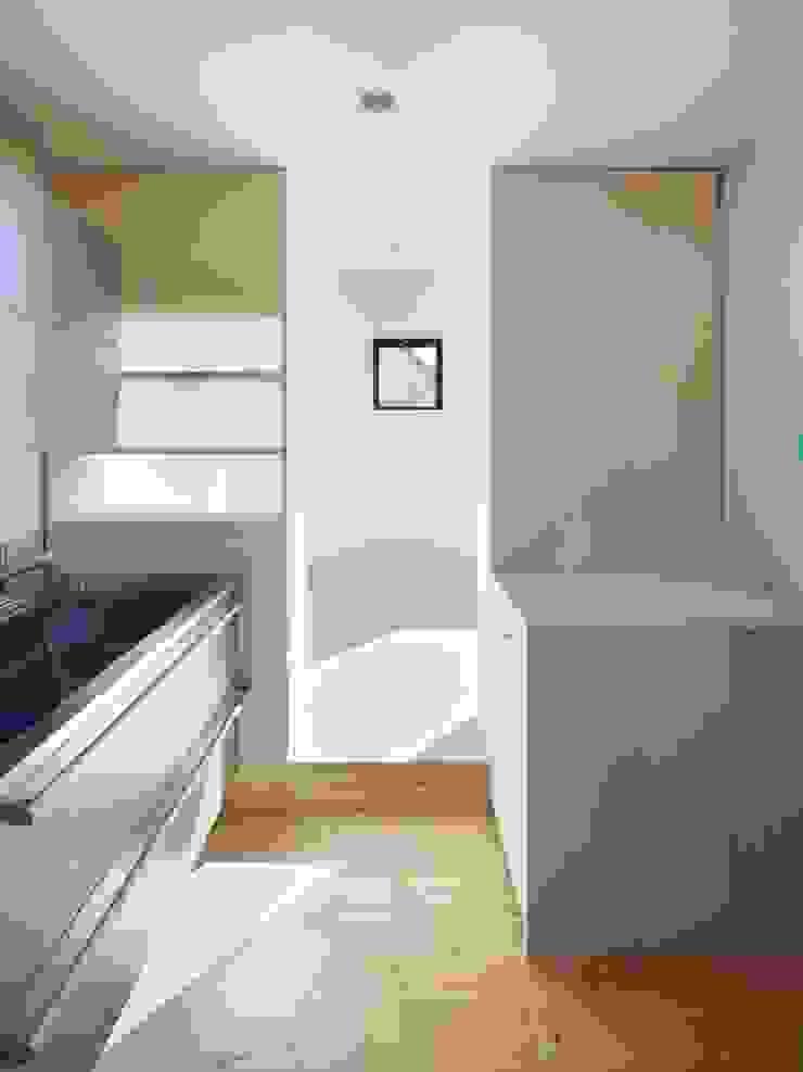 青戸の住宅 ミニマルデザインの キッチン の ハイランドデザイン一級建築士事務所 ミニマル