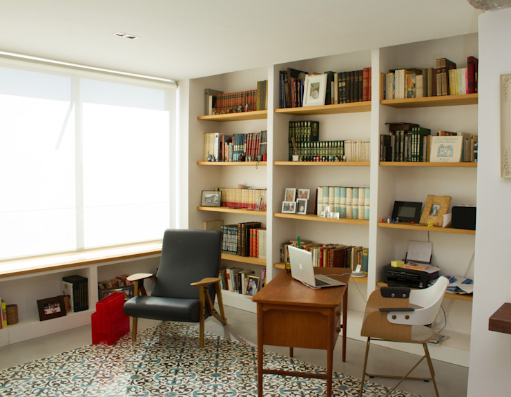 Living room by SANDRA DE VENA, ARQUITECTURA Y CONSTRUCCION,