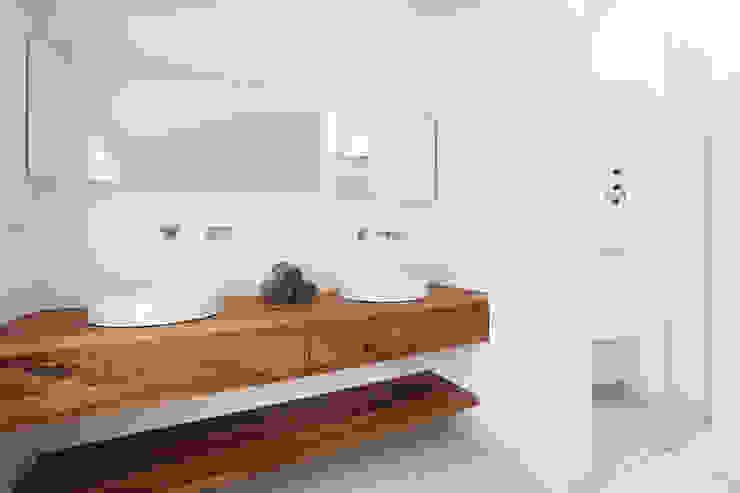 BADSANIERUNGEN IM FRANKFURTER NORDEND Minimalistische Badezimmer von Eva Lorey Innenarchitektur Minimalistisch