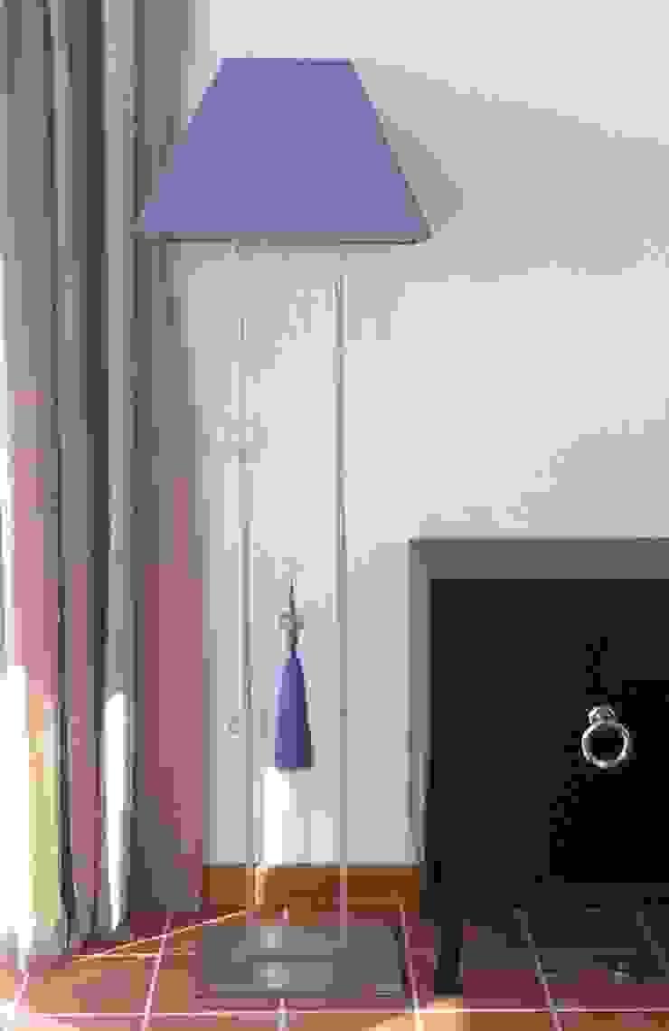 Lámpara de pie Casas de estilo clásico de Tatiana Doria, Diseño de interiores Clásico