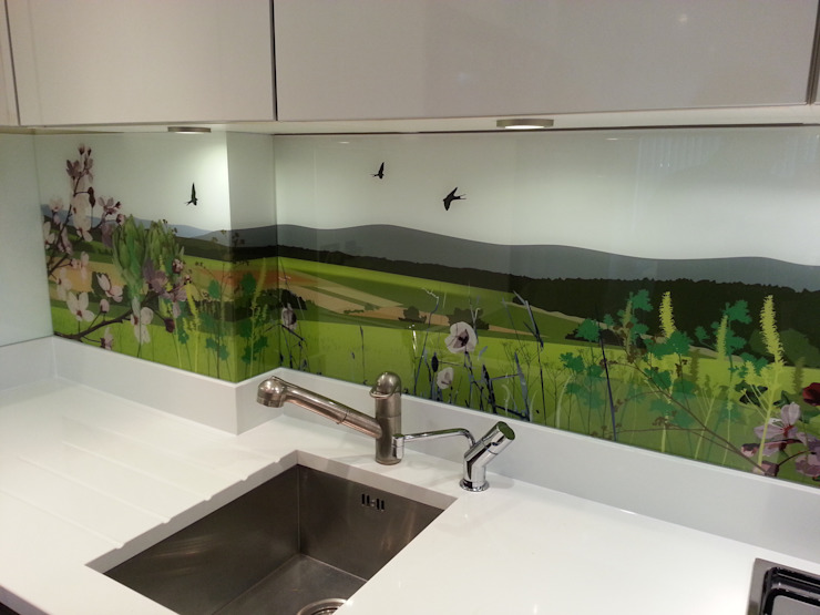 Glartique bespoke art splash back Cucina di Glartique Ltd