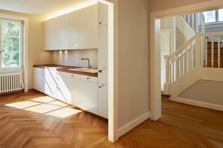 Classic style corridor, hallway and stairs by Handschin Schweighauser Architekten ETH SIA Classic