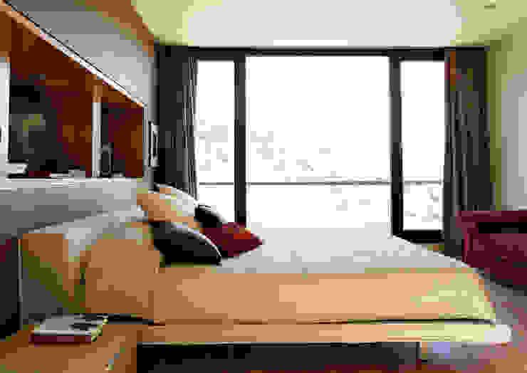 Arquitectura moderna en Madrid Dormitorios modernos: Ideas, imágenes y decoración de Otto Medem Arquitecto vanguardista en Madrid Moderno
