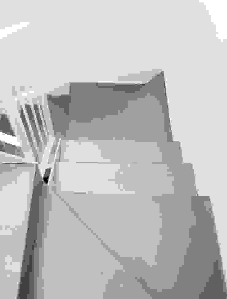 transformación Pasillos, vestíbulos y escaleras de estilo moderno de hollegha arquitectos Moderno