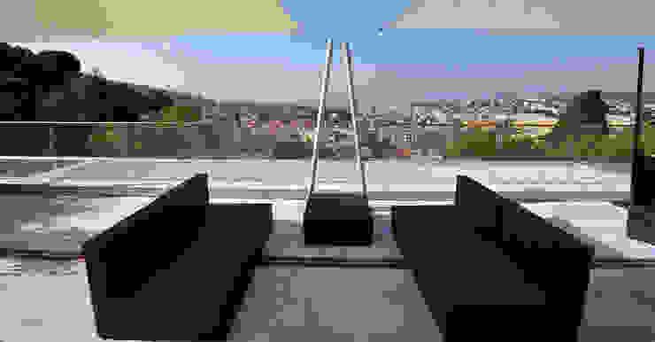 Terrasse de style  par +grün GmbH, Méditerranéen