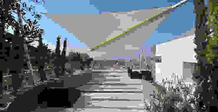 Hiên, sân thượng phong cách Địa Trung Hải bởi +grün GmbH Địa Trung Hải