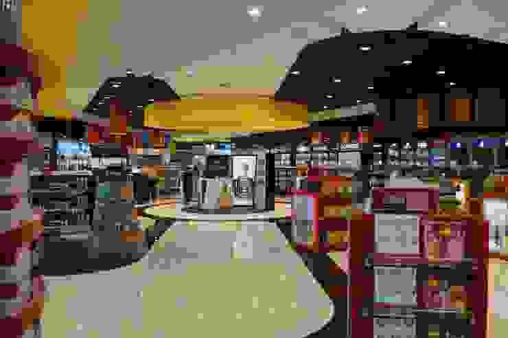 Comercio en aeropuerto Los Cabos (Mexico) Espacios comerciales de estilo moderno de URBAQ arquitectos Moderno