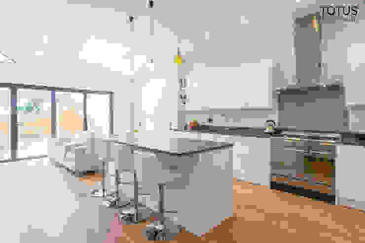 Extension in Sheen, SW14 Modern kitchen by TOTUS Modern