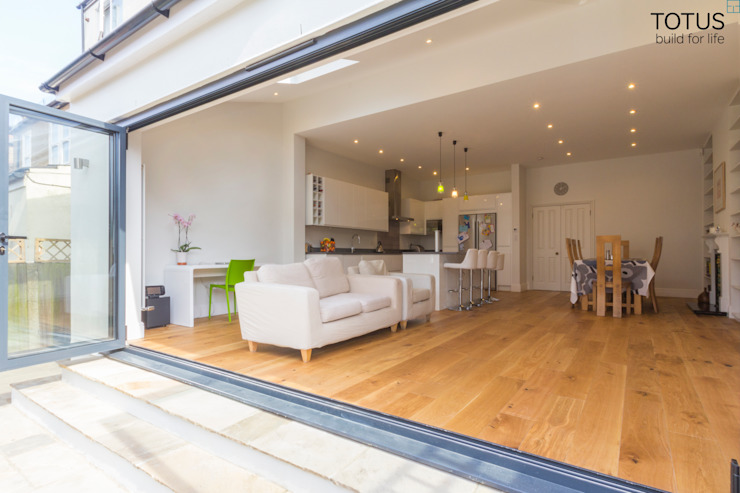 Extension in Sheen, SW14 Salas modernas de TOTUS Moderno