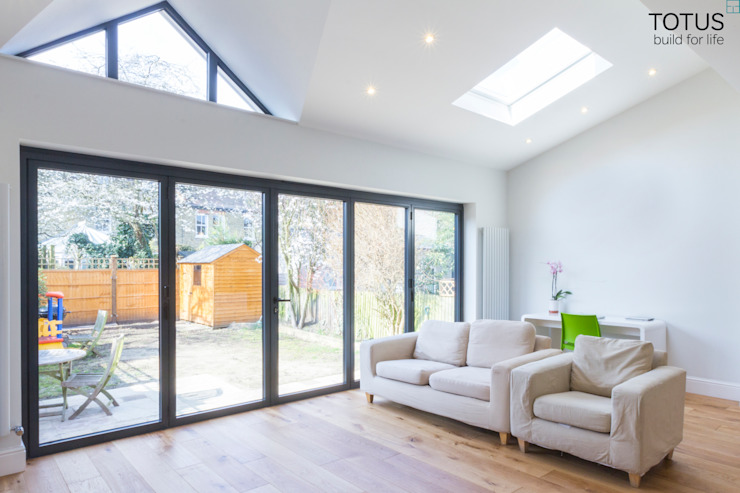 Extension in Sheen, SW14 Salones modernos de TOTUS Moderno
