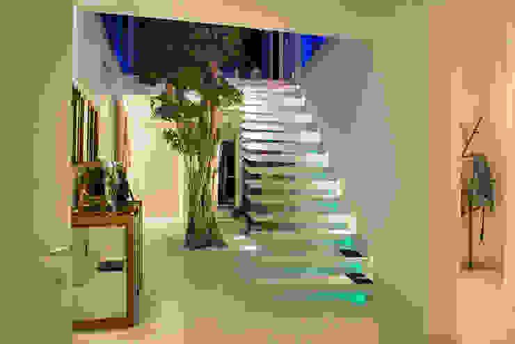Koridor & Tangga Modern Oleh FLOW.Architektur Modern