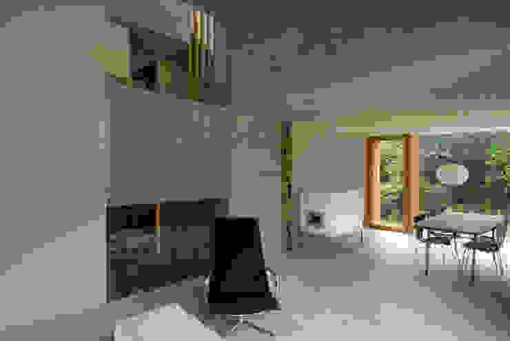 Zwei Wohnkulturen unter einem Dach Moderne Arbeitszimmer von Halle 58 Architekten Modern
