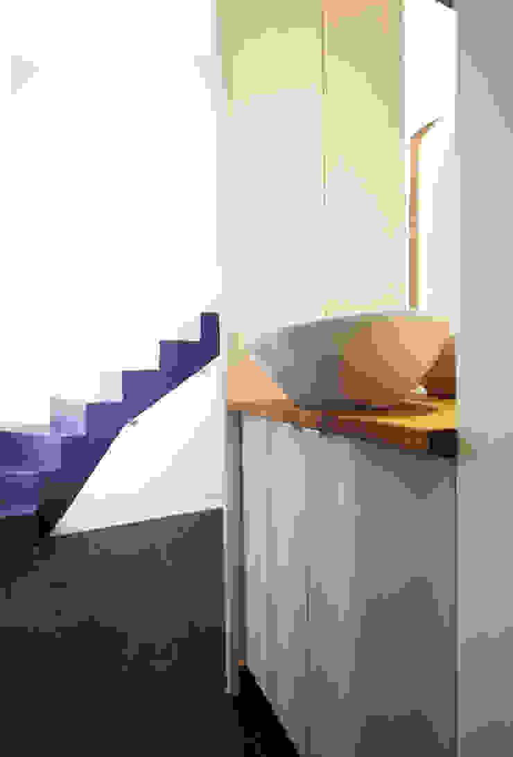 DUPLEX LUMINEUX Couloir, entrée, escaliers modernes par Solenne Brugiroux Architecte Moderne