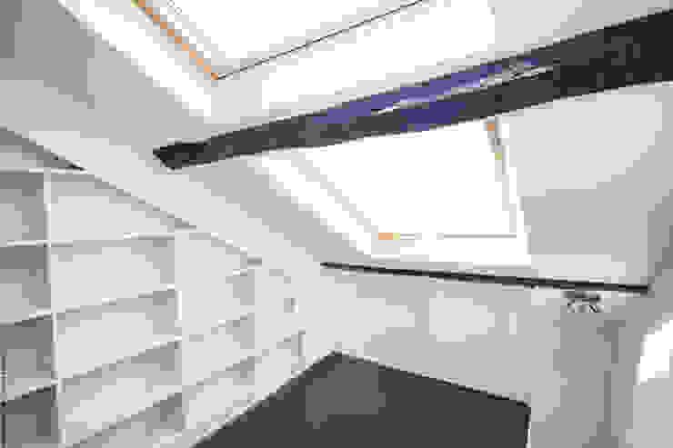 Duplex Lumineux Fenêtres & Portes modernes par Solenne Brugiroux Architecte Moderne