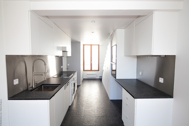 Moderne Küchen von Solenne Brugiroux Architecte Modern