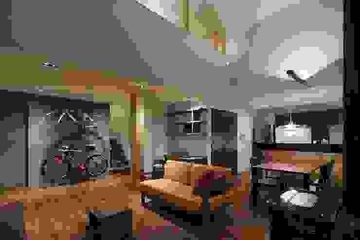 ORIGAMI: TSC Architectsが手掛けたリビングです。,モダン